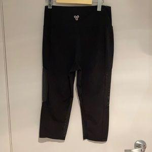 🧘♀️2/$30 ARITZIA TNA Cropped leggings